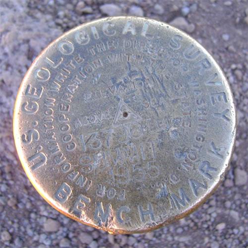 マウナケア頂上のベンチマーク